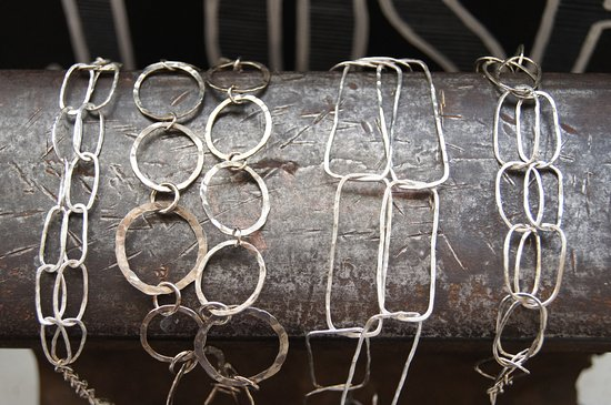 Fort Langley, Канада: Handmade sterling silver chain from the Fort finery