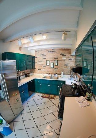 Suite Dreams Inn: Kitchen