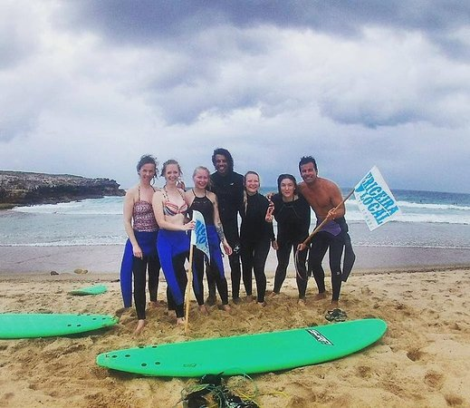 Carvoeira, Portugal : Is it possible to learn to surf in one week? Yes, but only with great teachers. We take quality