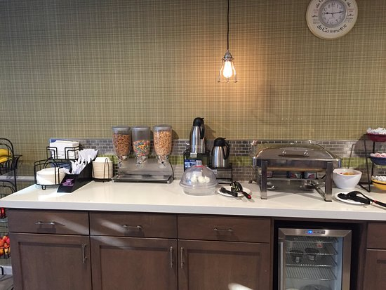 Best Western Plus Inn Scotts Valley: Something for everyone!  From cereal to eggs, waffles and more.  Start your day right.