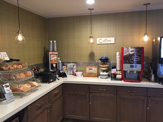 Best Western Plus Inn Scotts Valley: Good Morning!  Start your day with juice, coffee and tea.  Then pick your favorites for breakfas