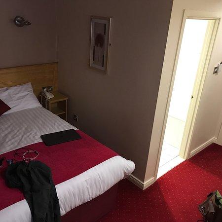 Fivemiletown, UK : The Valley Hotel