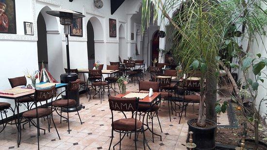 La Porte Du Monde: Terraza interior