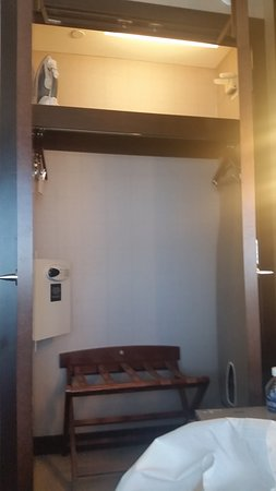 Vdara Hotel U0026 Spa At ARIA Las Vegas: Decent Sized Closet With A Wall Safe