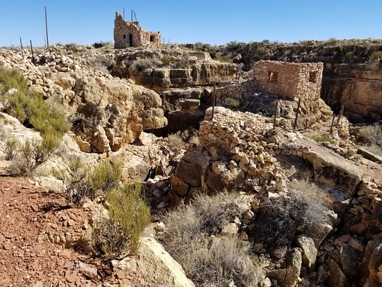 Apache Death Cave: Lots of old buildings to check out