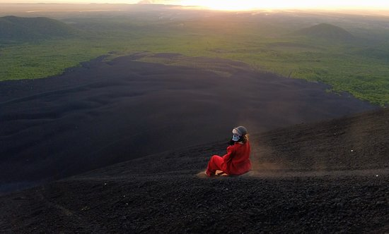 Cerro Negro Volcano : Sunset over the pacific in the distance