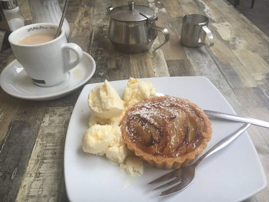 The Bakers Oven Cafe: Apple Tart and Ice Cream