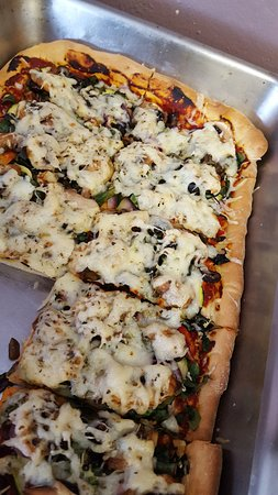 Republic, WA: Vegetarian Pizza for lunch at Kettle Crust Bakery- YUMMY!