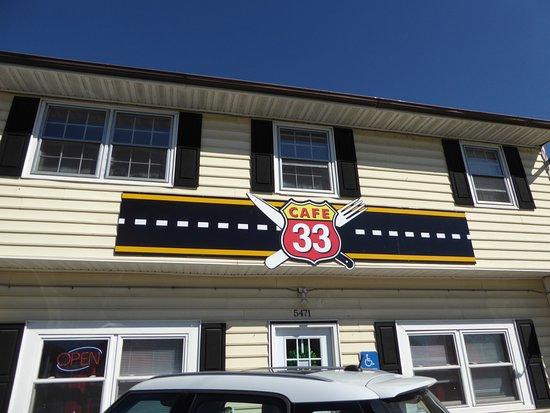 Cafe 33: Exterior