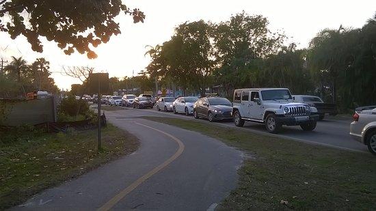 Periwinkle Way: Periwinkle traffic around 6:15 pm...walking is best