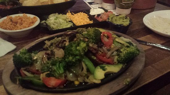 Lone Star Texas Grill: vegetable fajita's with all the fixens