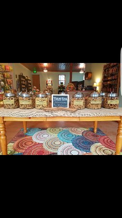 Evansville, WI: Love Golden Paw pet boutique