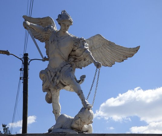 Basilica de Suyapa: Depiction of the Archangel Michael (San Miguel Arcángel).