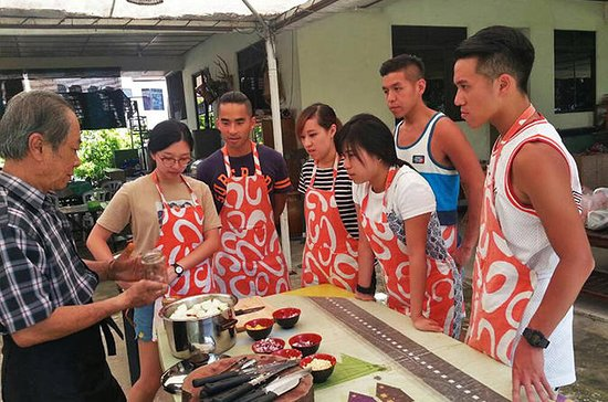 A Taste of Borneo Cooking Class with Market Visit