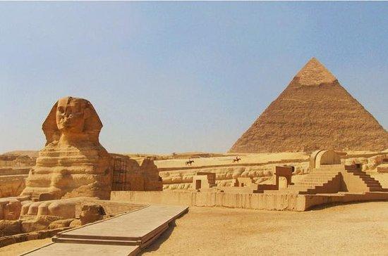 Pirâmides de Gizé e Museu Egípcio com...