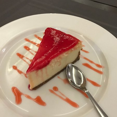 Nuvem, Индия: Strawberry cheese cake for Rs.190