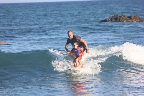 Manny Gonzalez Surf School