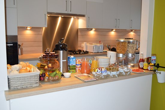 Ambrosia Hotel: breakfast bar