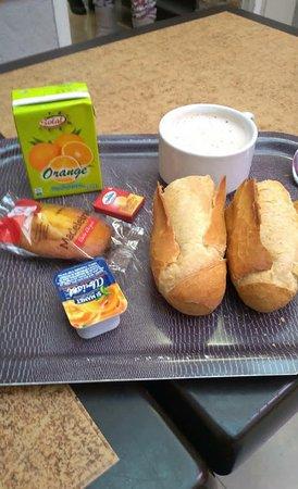 Auberge International des Jeunes : Café da manhã. Se quiser repetir, paga extra.