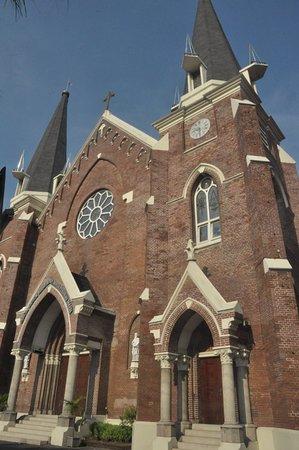 Gereja Santa Perawan Maria Surabaya Indonesia Review