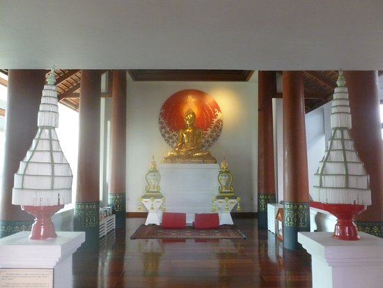 Ratilanna Riverside Spa Resort Chiang Mai: Small prayer area on ground floor
