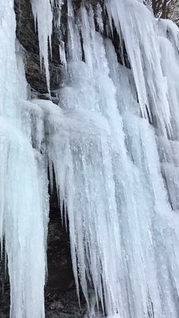 Algonquin Highlands, Canada: The ice falls near the resort.