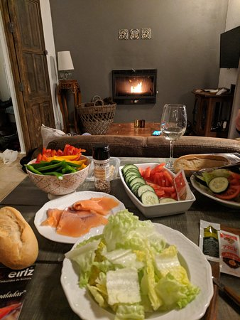 Cortelazor, إسبانيا: After a long hike, we made our own version of tapas and relaxed by the fire in our casa.