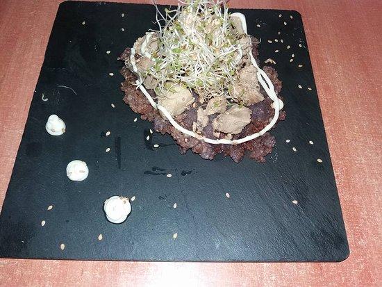 Fuentes de Leon, Spanien: atun al ajillo sobre galleta de risoto de arandanos