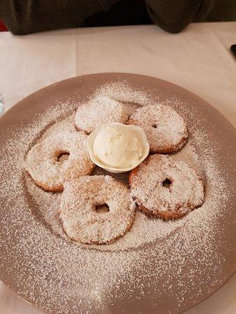 I Marchesi Osteria: Frittelle di mela con fiordilatte
