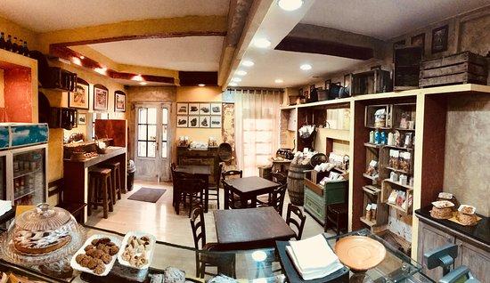 Pratola Peligna, Italy: il nuovo interno..pizzeria e biscotteria artigianale.