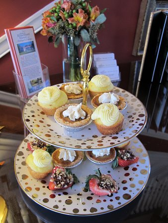 Berryville, VA: Delectable desserts at tea