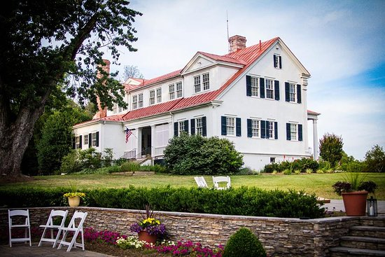 Berryville, VA: Historic Rosemont Manor