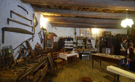 Mezzano, Italie : interno del museo