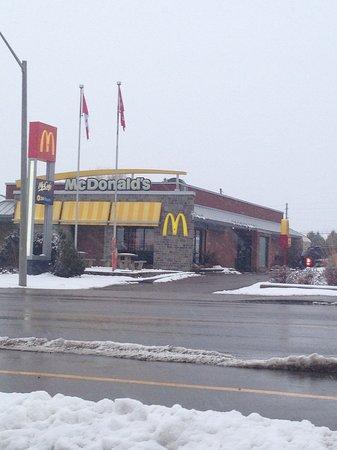 Renfrew, كندا: McDonald's, Renfrew, Ont.