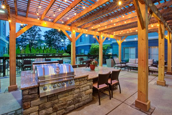 Homewood Suites By Hilton Dayton South: Patio With BBQ Grills