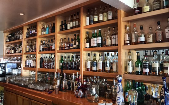 Albion, CA: Well-stocked bar including lots of Scotch!
