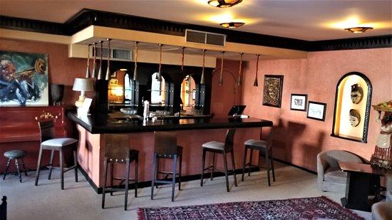 Villa Mandarine: The Bar.....
