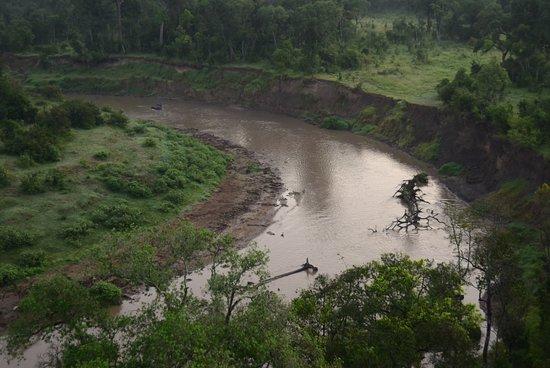 Governors' Balloon Safaris: Over the Mara River