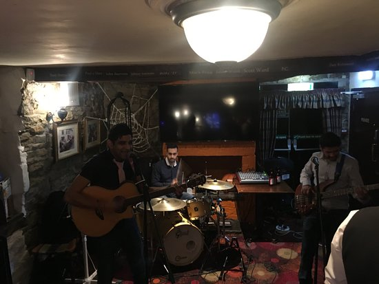 Bromley Cross, UK: Live music