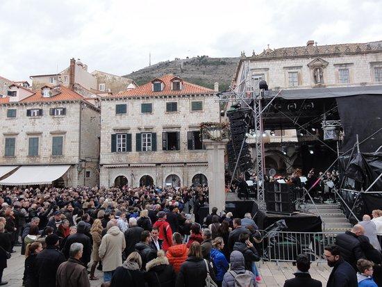 Luza Square
