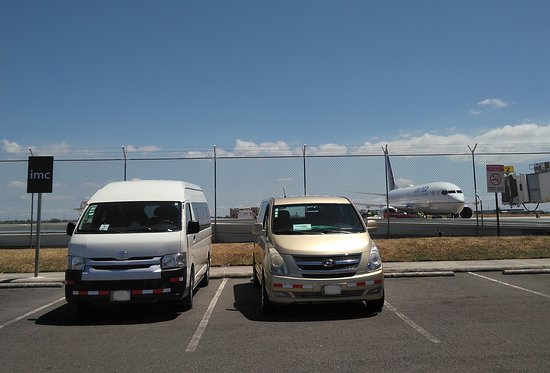Issys Tours Costa Rica: Liberia airport transfers -  Private airport shuttles in Guanacaste.