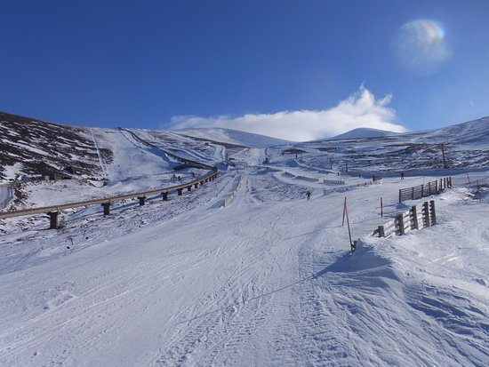 Aviemore, UK: Cas side of the mountain. White Lady on the left. It's much steeper than it looks here!