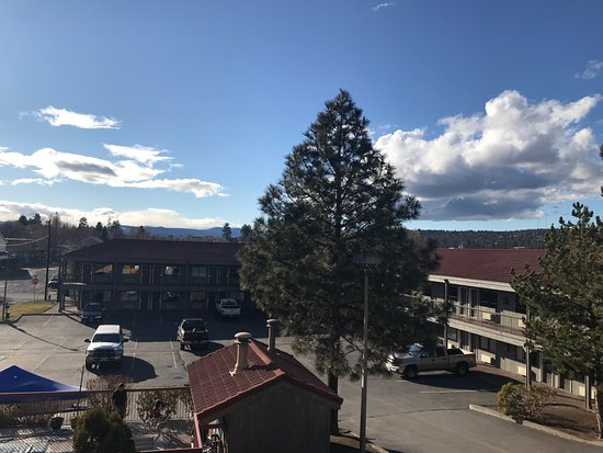 Bend Three Sisters Inn & Suites: Grounds