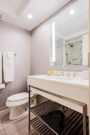 Alsip, IL: Bathroom
