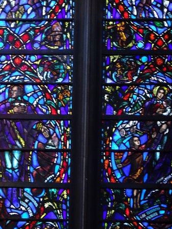 Heinz Memorial Chapel : Stained-Glass Windows