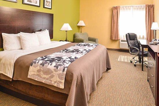 Sleep Inn & Suites: Guest room