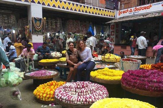バンガロール・ピート市市場小グループ半日ウォーキングツアー
