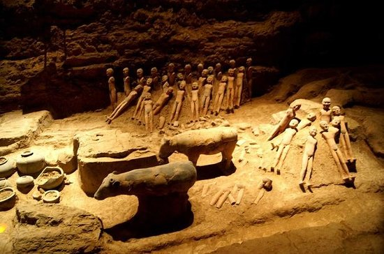 Xi'an Han Jingdi Tomb Discovery Private Tour with Hot Springs Spa...
