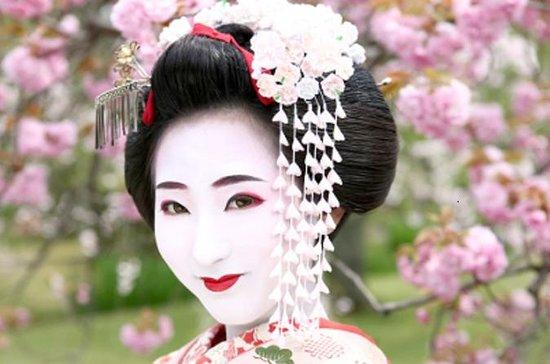 Maiko Makeover - Photo Session in the Traditional Japanese Room Plan