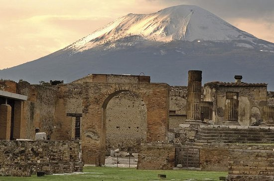 Pompeii 3 hours walking tour led by...